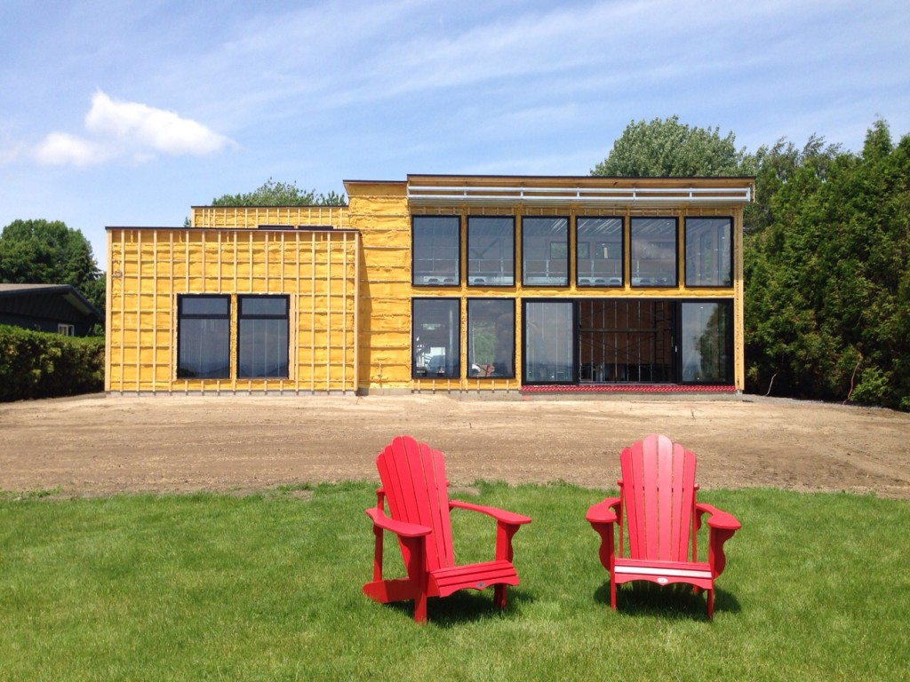 Red-chairs-1024x768