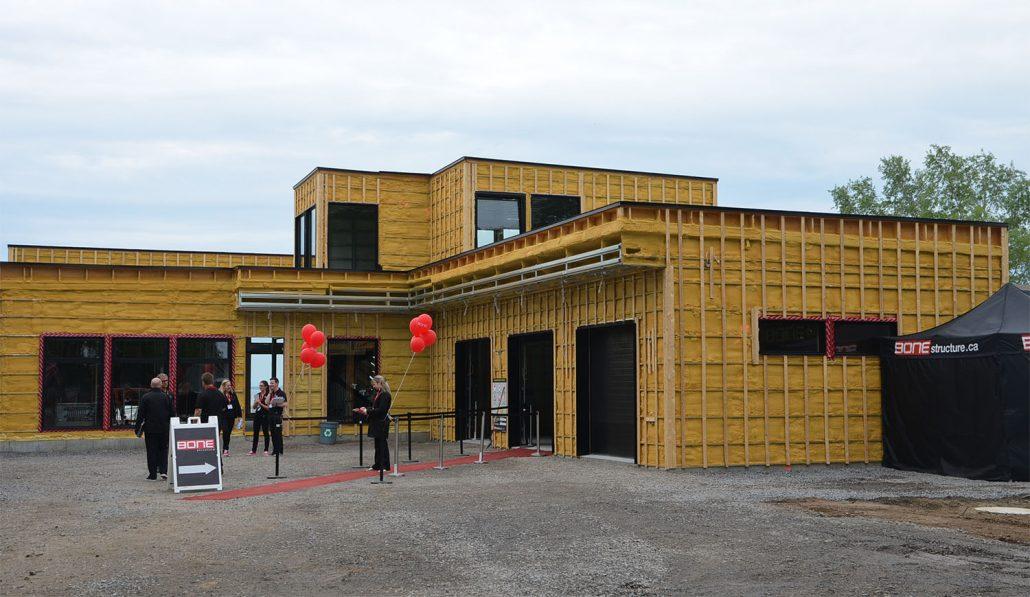une maison rig e partir d 39 une structure d 39 acier bone structure. Black Bedroom Furniture Sets. Home Design Ideas
